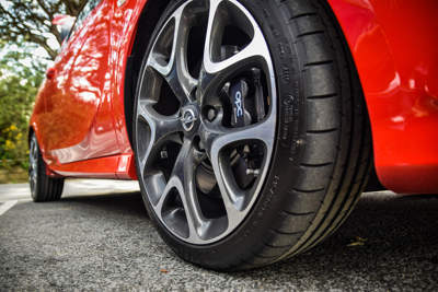 Benefits of High-Performance Tyres