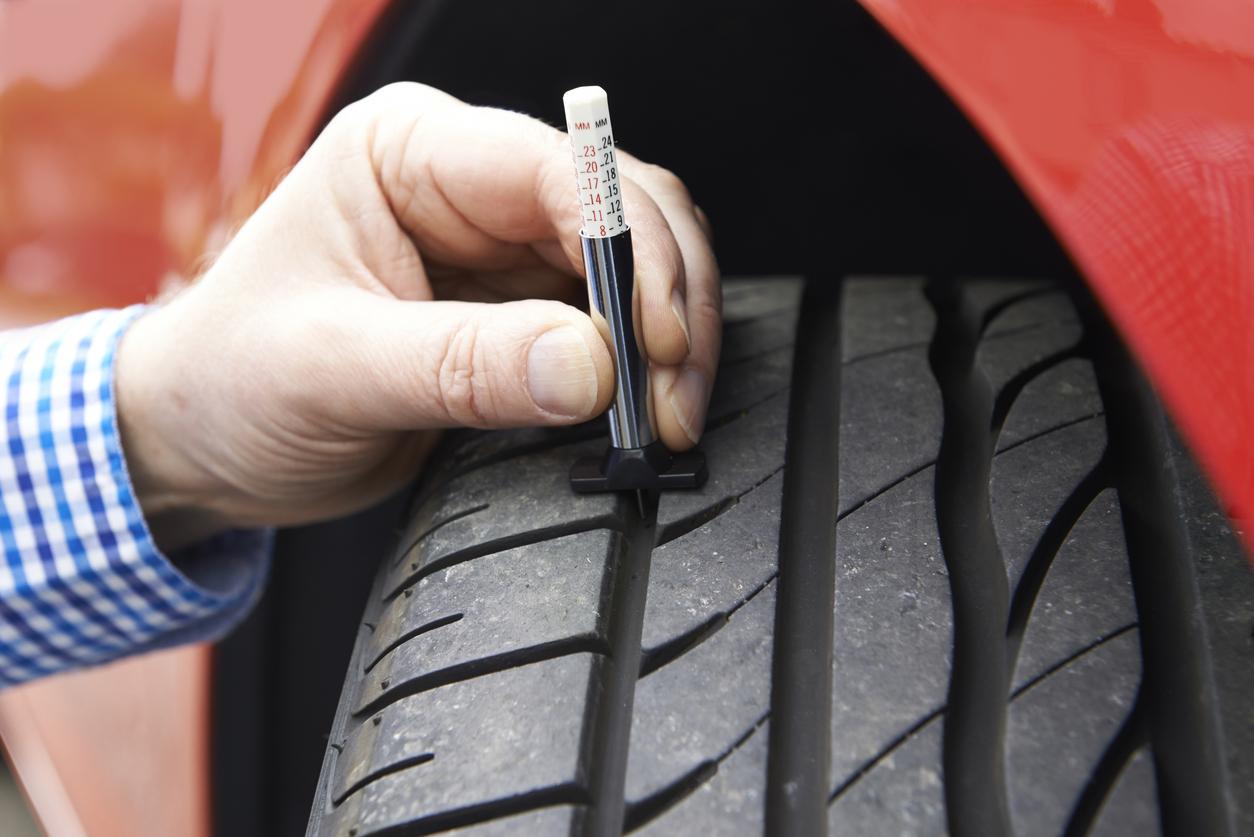 tread_depth_gauge_used_on_tyres.jpg